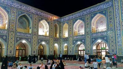 Irng083-Mashhad-nocą przy grobie Imama Rezy