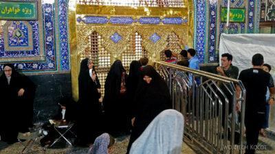 Irng086-Mashhad-nocą przy grobie Imama Rezy