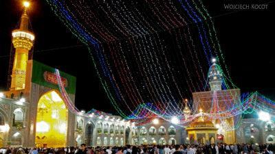 Irng094-Mashhad-nocą przy grobie Imama Rezy