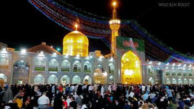 Irng095-Mashhad-nocą przy grobie Imama Rezy