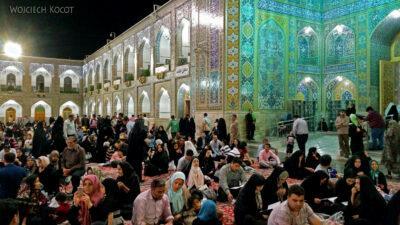 Irng099-Mashhad-nocą przy grobie Imama Rezy