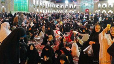 Irng103-Mashhad-nocą przy grobie Imama Rezy