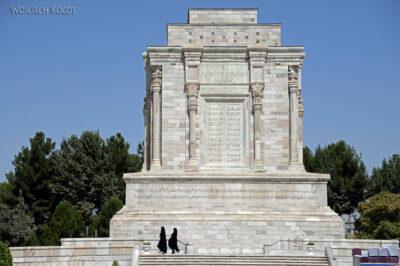 Irnh127-Przy Mausoleum Ferdousiego