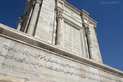 Irnh132-Przy Mausoleum Ferdousiego