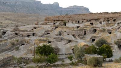 Irni073-W wiosce Meymand