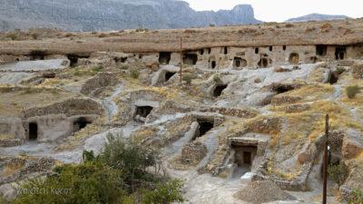 Irni092-W wiosce Meymand