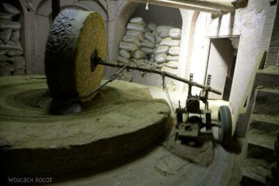 Irnm092-Jazd-fabryka henny