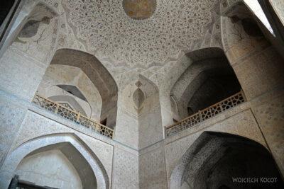 Irnr101-Isfahan-w Ali Qapu Palace