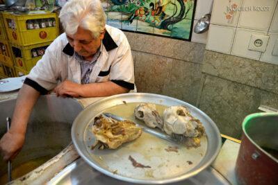 Irns003-Isfahan-na śniadanie kozie głowy