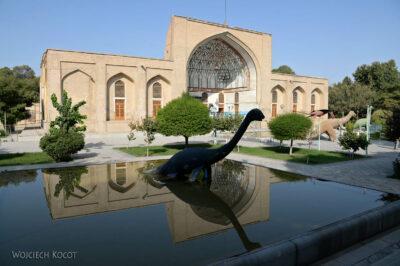 Irns013-Isfahan-dino obok Pałacu 40 Kolumn