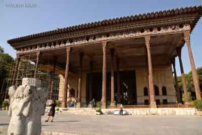 Irns025-Isfahan-Pałac 40 Kolumn