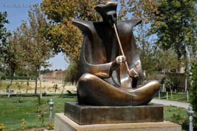 Irns169-Isfahan-pomnik poety