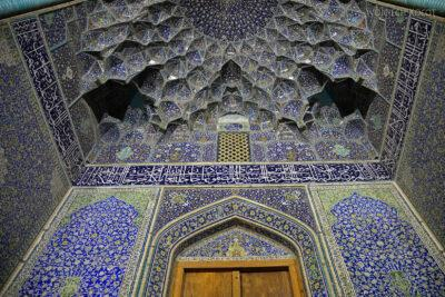 Irnt268-Isfahan-Mecz Sułtana Lotfollaha nocą