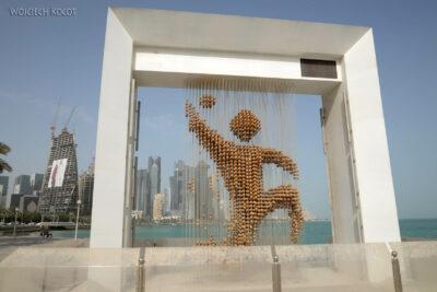 Do158-Doha-Pomnik nawybrzeżu