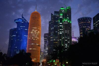 Do261-Doha-Dzielnica wysokosciowców nocą