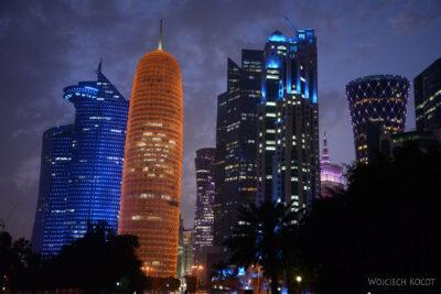 Do263-Doha-Dzielnica wysokosciowców nocą