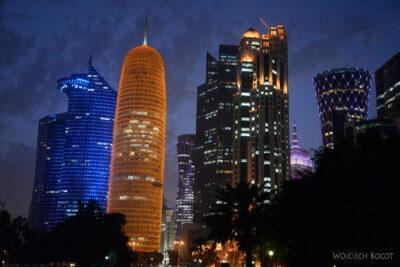 Do267-Doha-Dzielnica wysokosciowców nocą