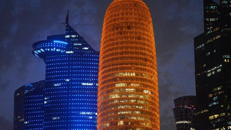 Do268-Doha-Dzielnica wysokosciowców nocą
