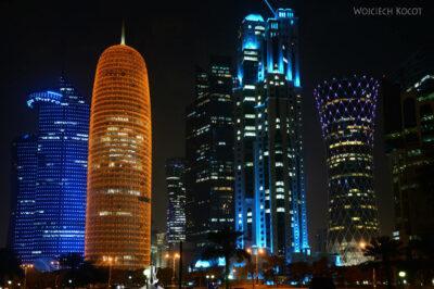Do269-Doha-Dzielnica wysokosciowców nocą