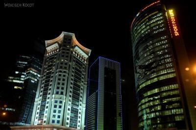 Do290-Doha-Dzielnica wysokosciowców nocą