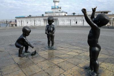 Kijów175-Pomnik przedDworcem Rzecznym