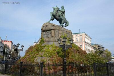 Kijów253-Pomnik Bohdana Chmielnickiego