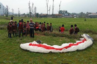 Pol005-Lądowanie przy szkole