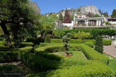 Syb095-Taormina-w Comunale Garden