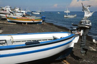 Syg071-Stromboli-czarna plaża-port rybacki