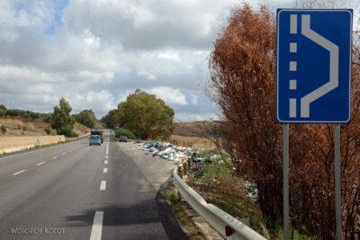 Syt049-Brzydkie oblicze Sycylii - śmieci przy drodze