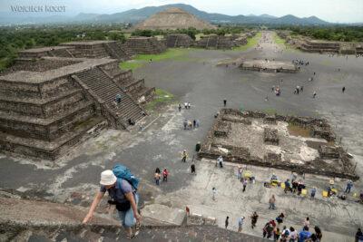 b191-TeotihuacanPiramide de Luna iokolica