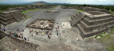 b193-TeotihuacanPiramide de Luna iokolica