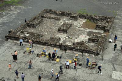 b196-TeotihuacanPiramide de Luna iokolica