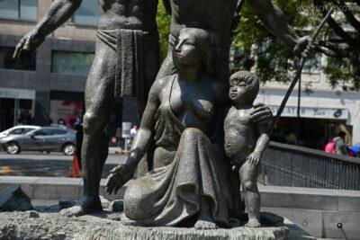 c132-Pomnik nieopodal Zocaio Plac