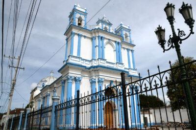 d170-San Cristobal-niebieski kościół