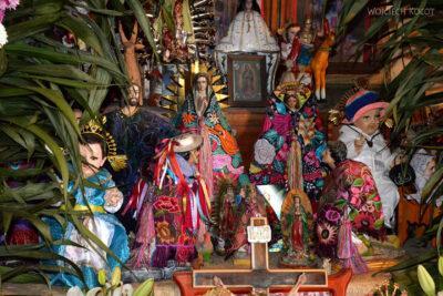 e060-San Lorenzo Zinacantan-ołtarzyk dla bożków