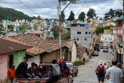 h060-Chichicastenango-droga nacmentarz