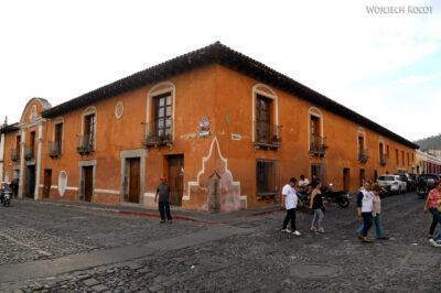 h146-Antigua-na ulicach