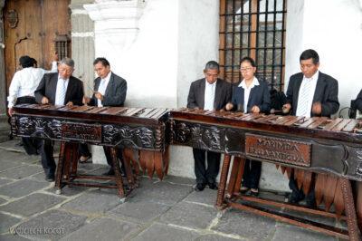 h152-Antigua-Muzycy podRatuszem