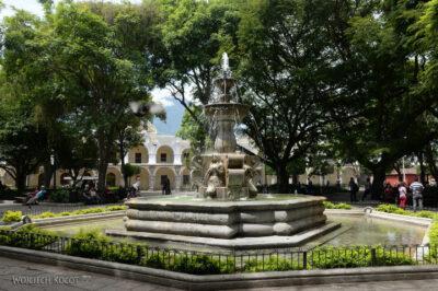 i011-Antigua-fontanna naRynku