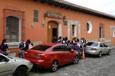 i124-Antigua-szkolne dzieci