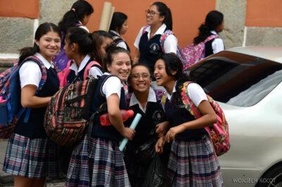 i126-Antigua-szkolne dzieci