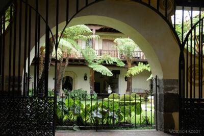 i129-Antigua-ładny dziedziniec