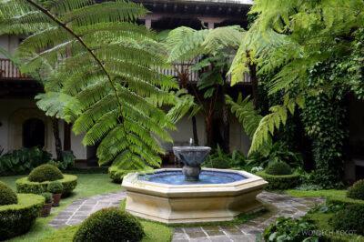 i132-Antigua-ładny dziedziniec