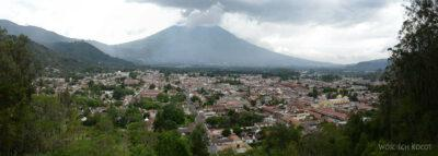 i153-Antigua-widok nawulkan Agua