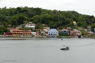 q028-Widok zhotelu nawyspie Flores