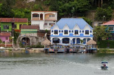 q029-Widok zhotelu nawyspie Flores