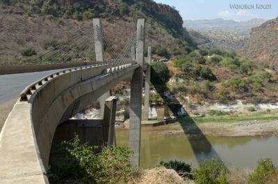 Et02123-Przy mostach naBlue Nile