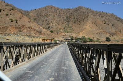 Et08083-Po drodze doAksum-most