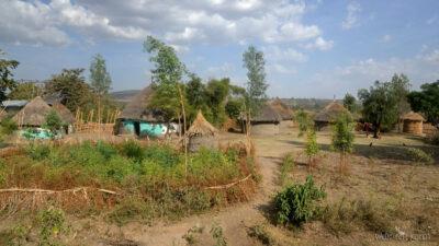 Et25120-W drodze do Butajira-domy